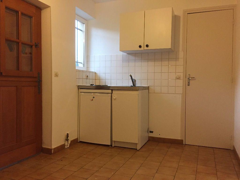 Appartement à louer 1 30m2 à La Ferté-Saint-Aubin vignette-3