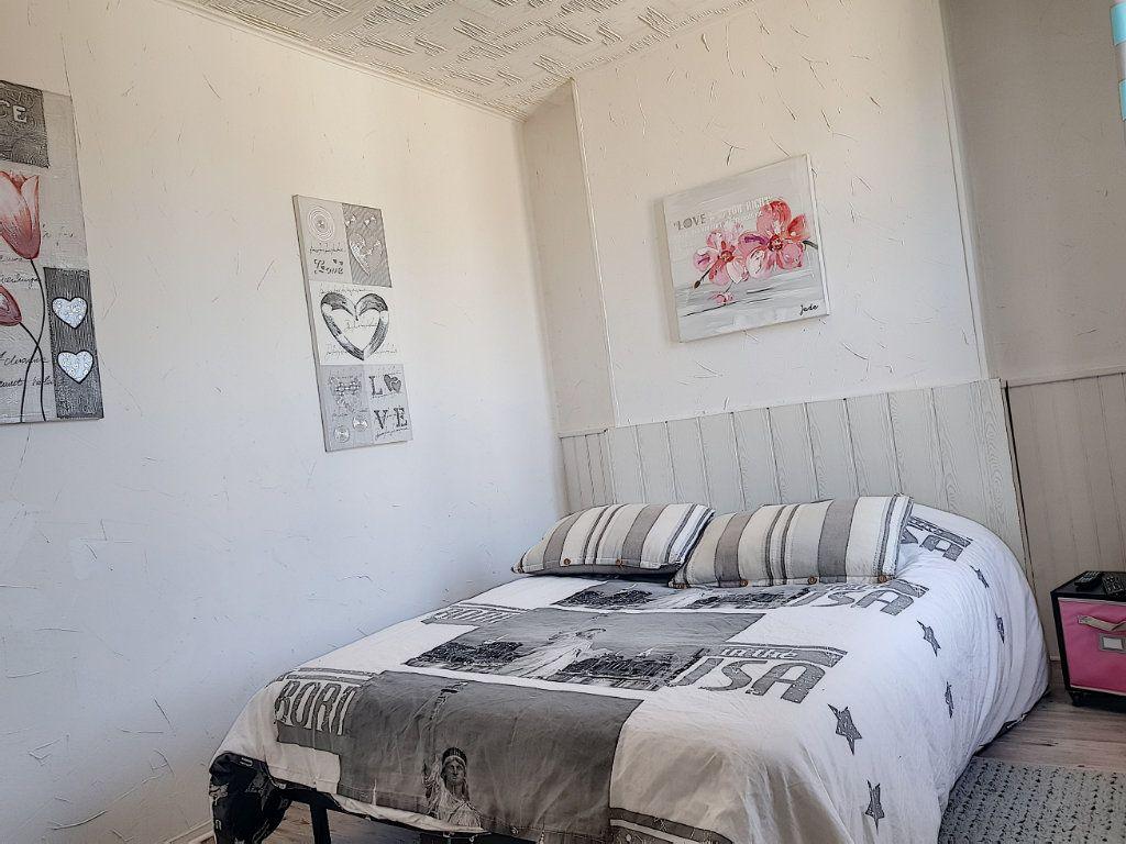 Maison à vendre 4 101m2 à Pierrefitte-sur-Sauldre vignette-11