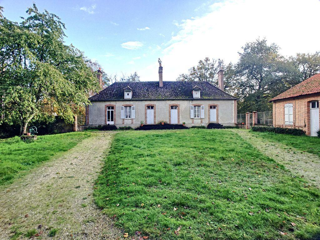 Maison à vendre 6 112m2 à Pierrefitte-sur-Sauldre vignette-1