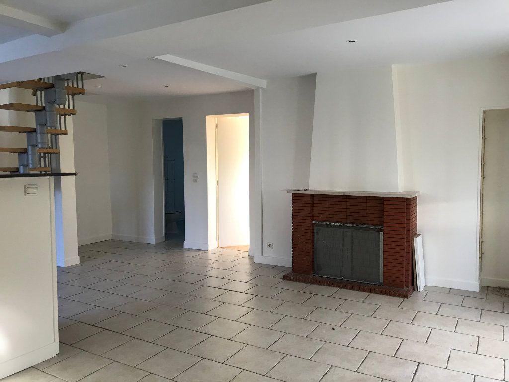 Maison à vendre 4 70m2 à La Ferté-Saint-Cyr vignette-2