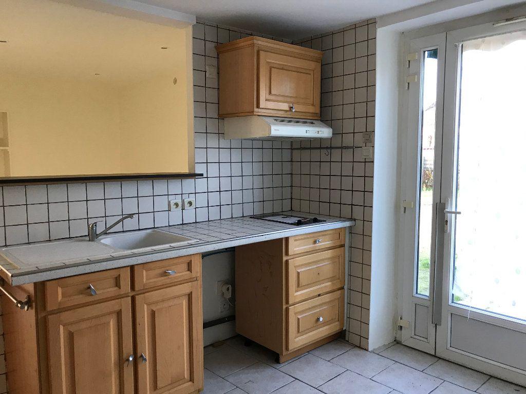 Maison à vendre 4 70m2 à La Ferté-Saint-Cyr vignette-4