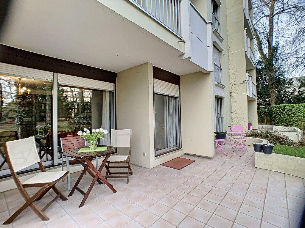 Appartement à louer 3 91m2 à Orléans vignette-1