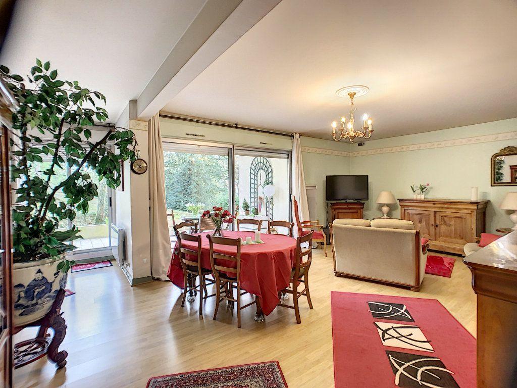 Appartement à louer 3 91m2 à Orléans vignette-3