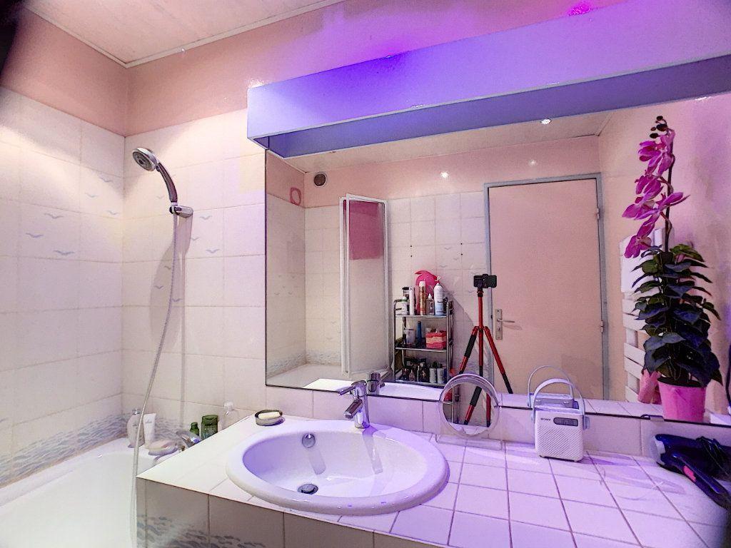 Appartement à louer 3 91m2 à Orléans vignette-8