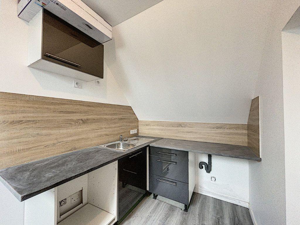 Appartement à louer 2 30.14m2 à La Ferté-Saint-Aubin vignette-1