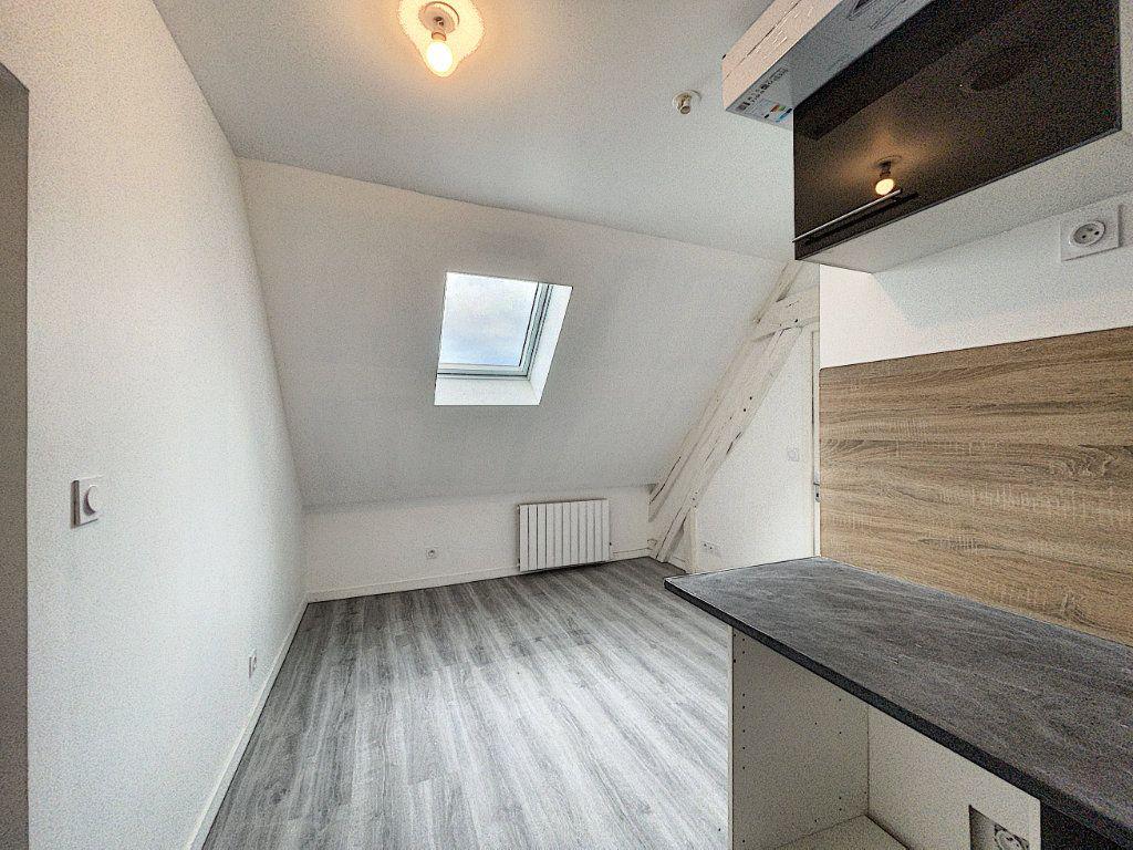 Appartement à louer 2 30.14m2 à La Ferté-Saint-Aubin vignette-2