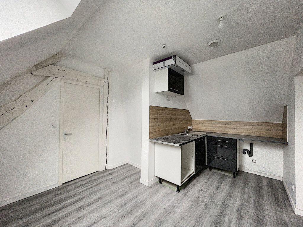 Appartement à louer 2 30.14m2 à La Ferté-Saint-Aubin vignette-3