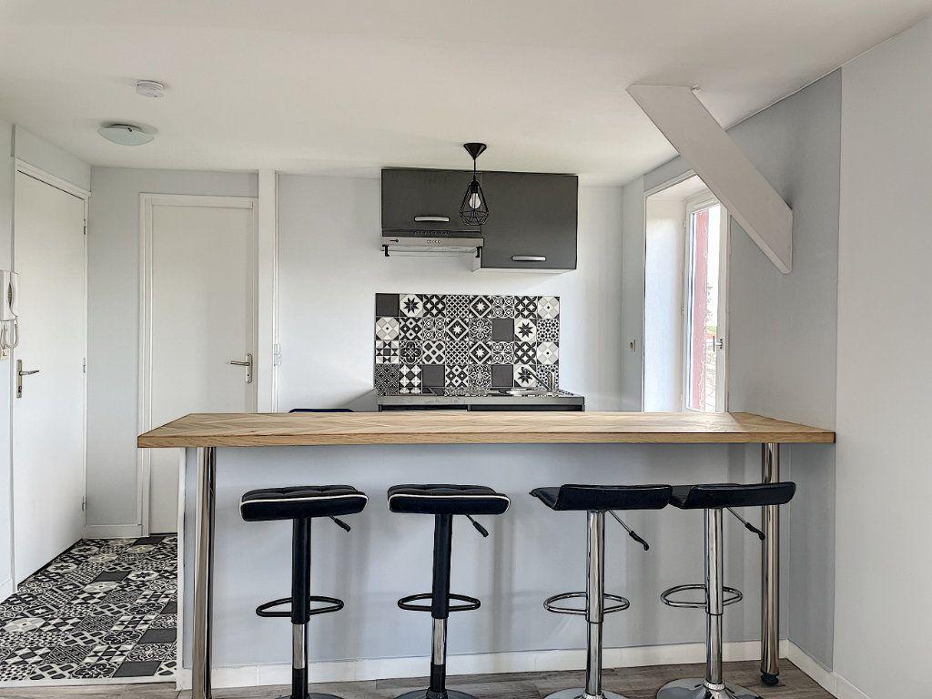 Appartement à louer 2 32.7m2 à La Ferté-Saint-Aubin vignette-1
