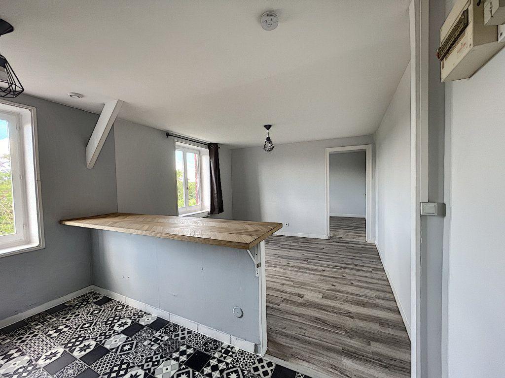 Appartement à louer 2 32.7m2 à La Ferté-Saint-Aubin vignette-3