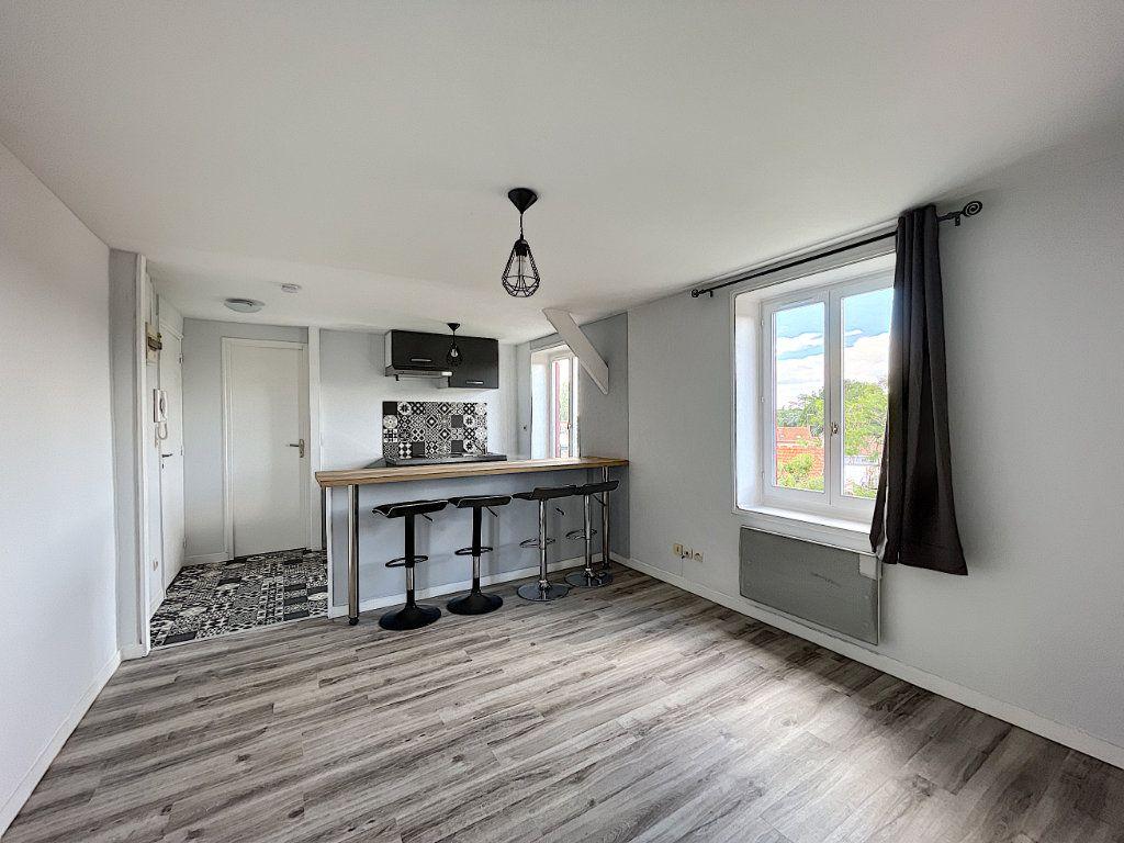 Appartement à louer 2 32.7m2 à La Ferté-Saint-Aubin vignette-4