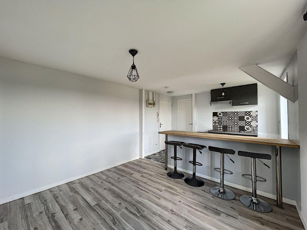 Appartement à louer 2 32.7m2 à La Ferté-Saint-Aubin vignette-5