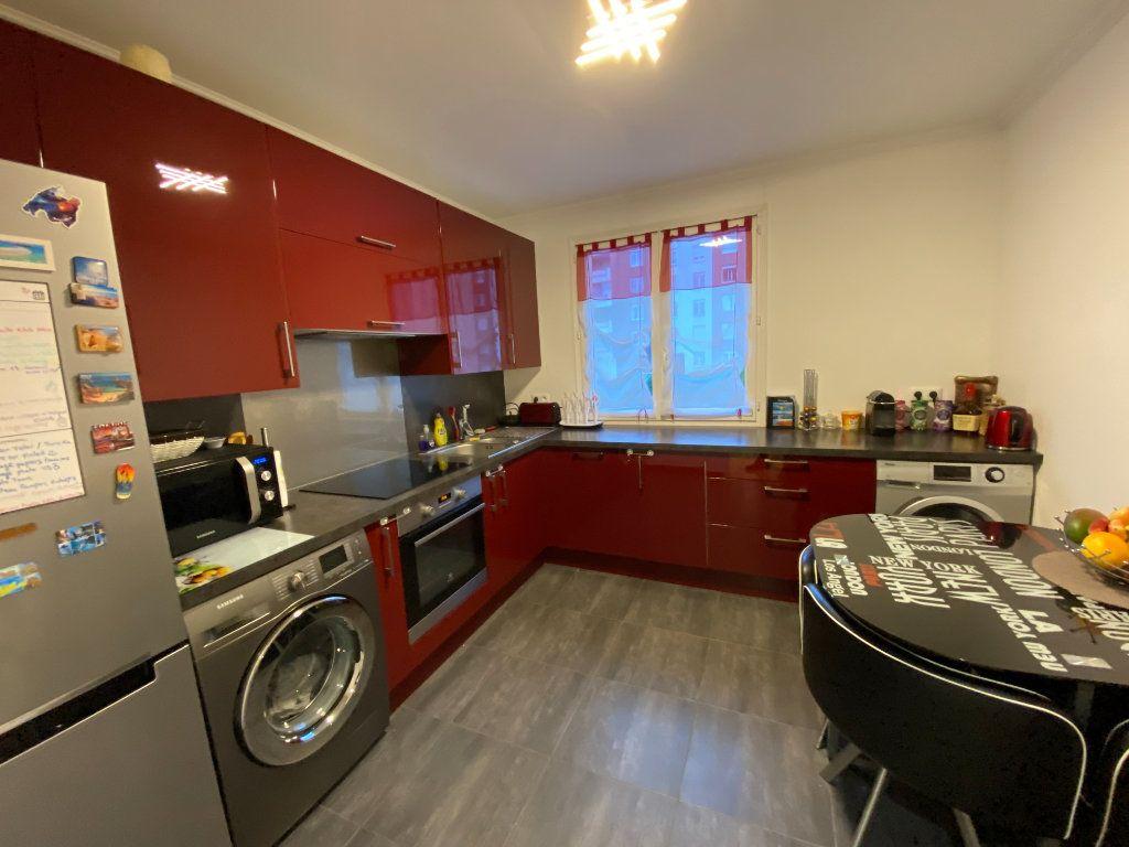 Appartement à vendre 3 71.59m2 à Fontenay-sous-Bois vignette-3