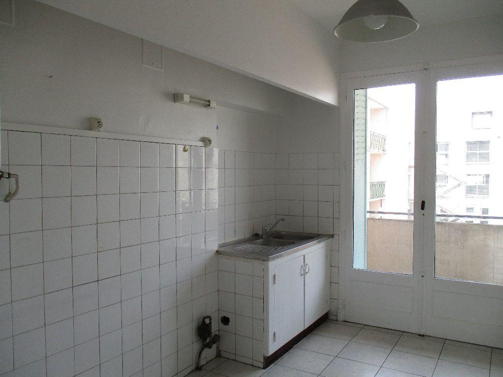 Appartement à louer 3 67m2 à Toulouse vignette-3
