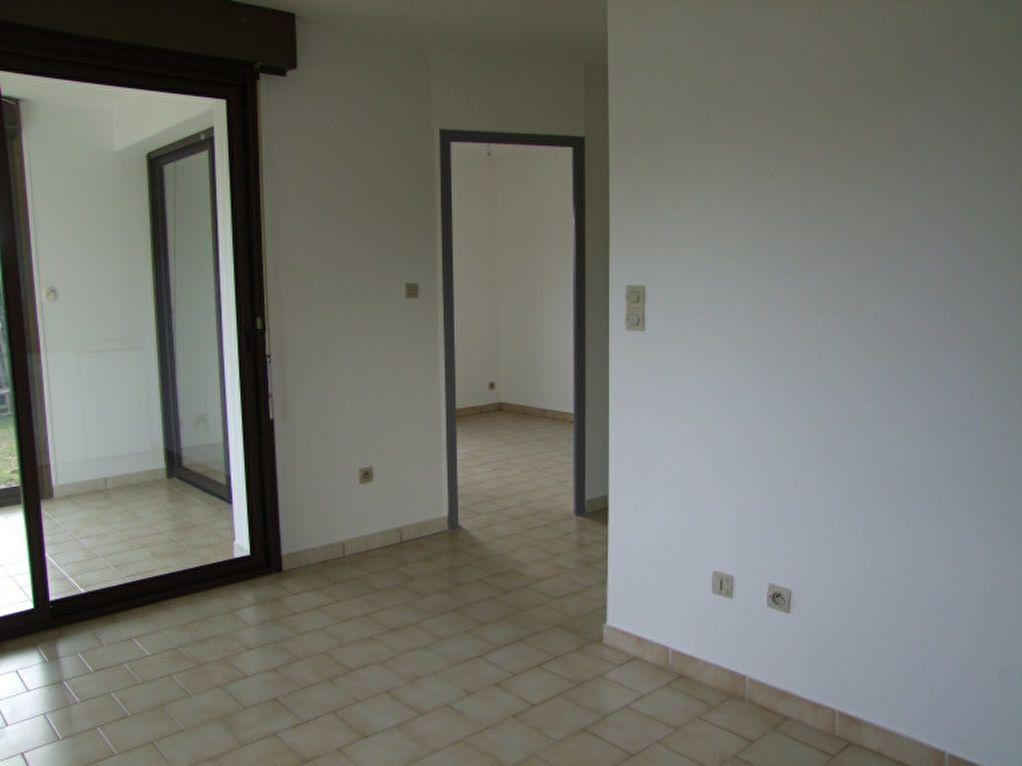 Appartement à louer 3 40m2 à Ruoms vignette-1