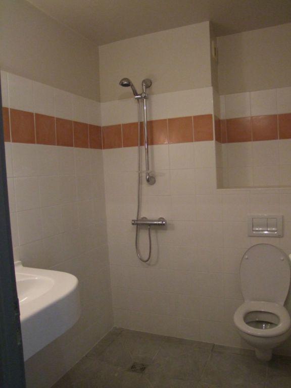 Appartement à louer 3 40m2 à Ruoms vignette-3