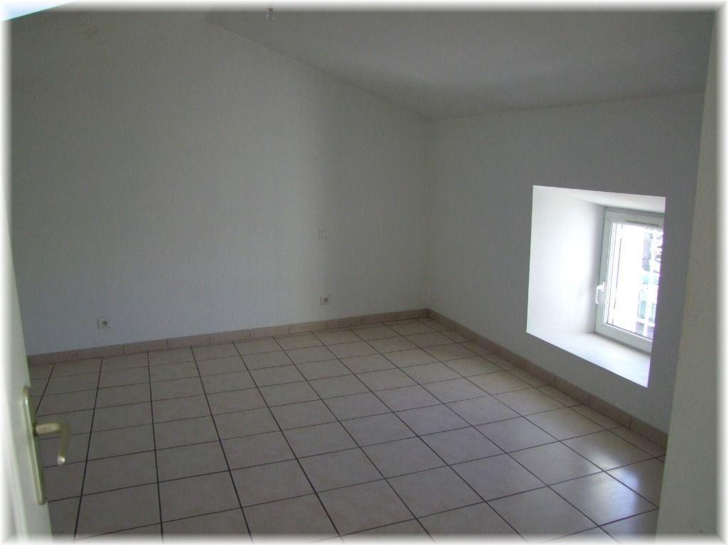 Maison à louer 4 87.47m2 à Ruoms vignette-5