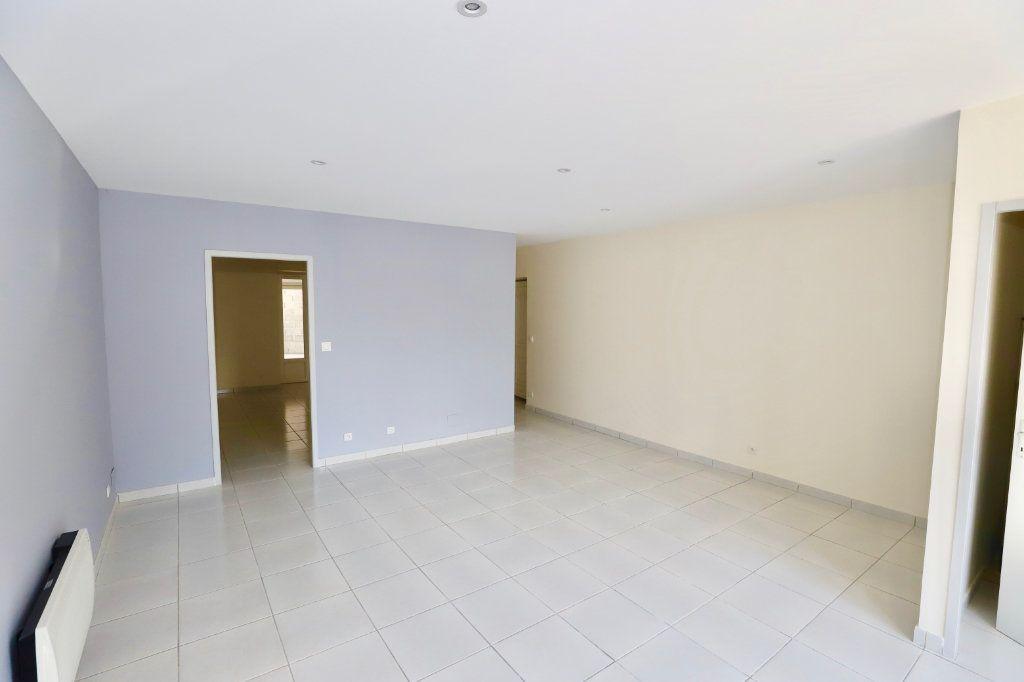 Appartement à vendre 2 55.21m2 à Ruoms vignette-1