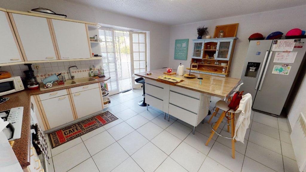 Maison à vendre 9 270m2 à Ruoms vignette-10