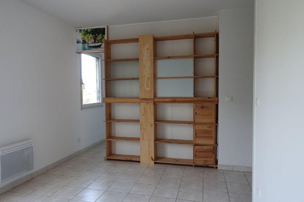 Appartement à louer 2 29.8m2 à Ruoms vignette-3