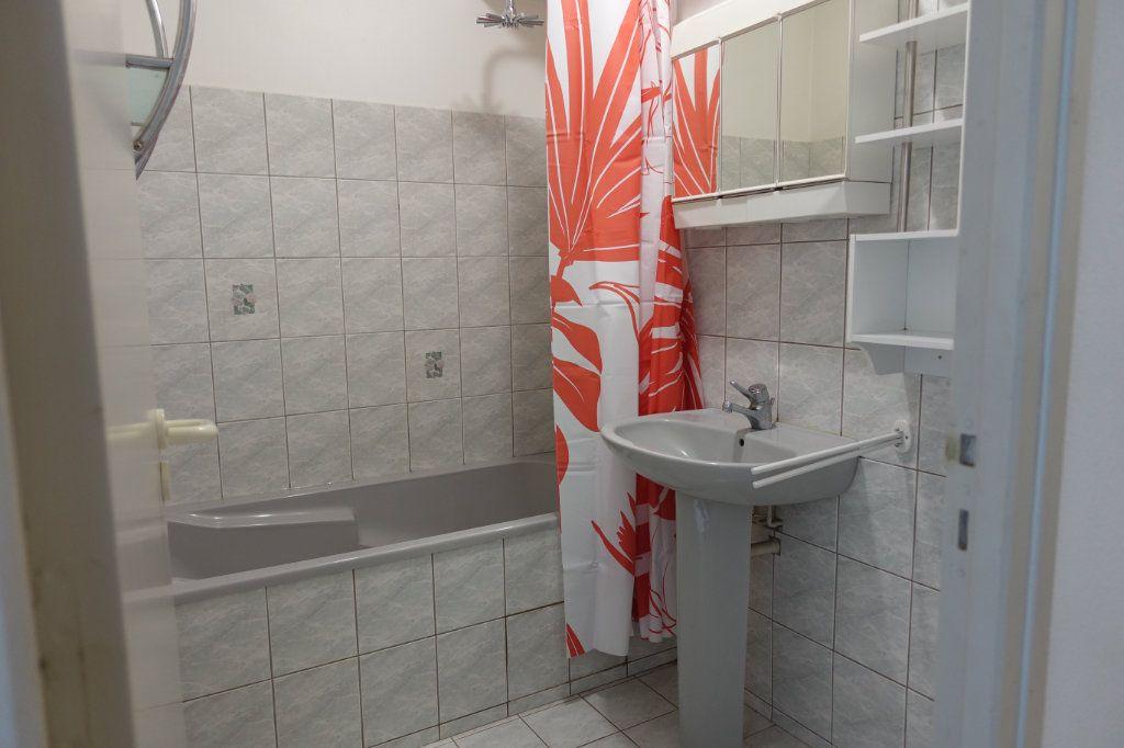 Appartement à louer 2 29.8m2 à Ruoms vignette-5