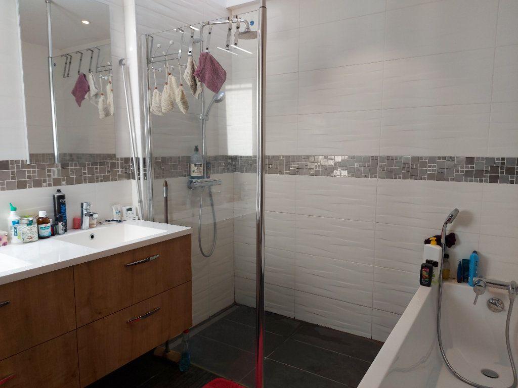 Maison à vendre 6 120m2 à Castres-Gironde vignette-5