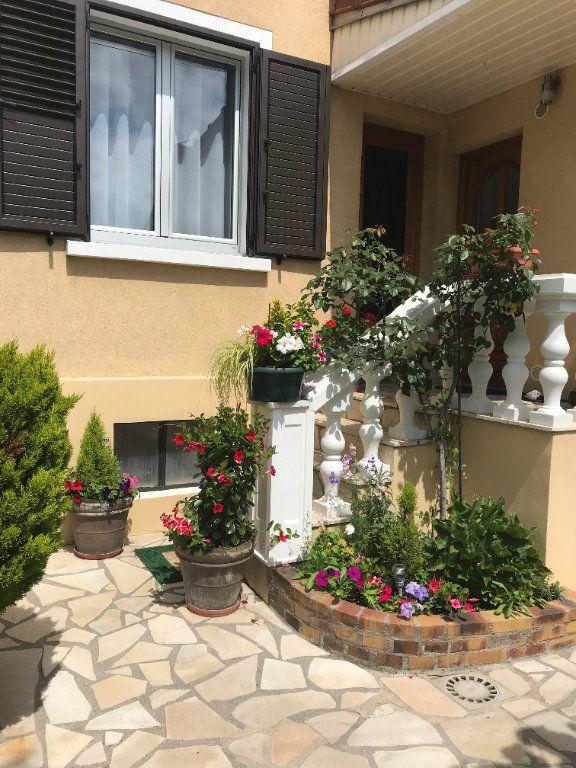 Maison à vendre 5 102m2 à Saint-Maur-des-Fossés vignette-1