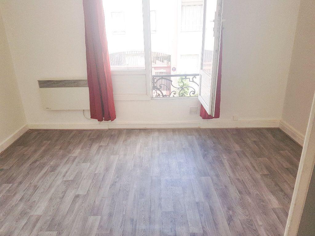 Appartement à vendre 2 29.48m2 à Le Bourget vignette-2