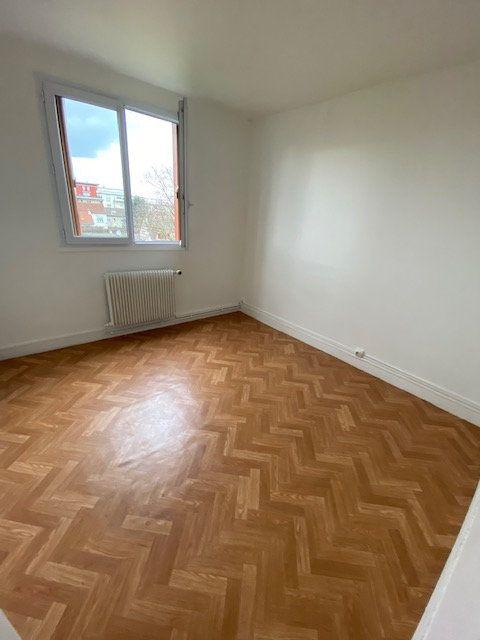 Appartement à vendre 5 78.25m2 à Le Blanc-Mesnil vignette-3