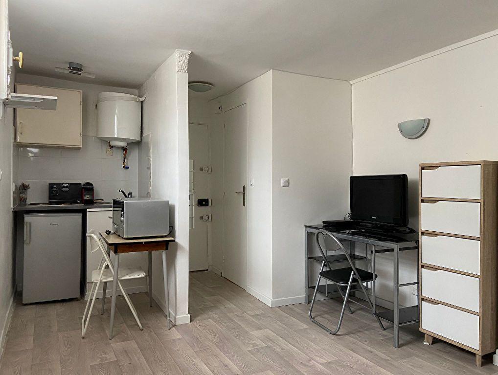Appartement à louer 1 16m2 à Paris 7 vignette-1