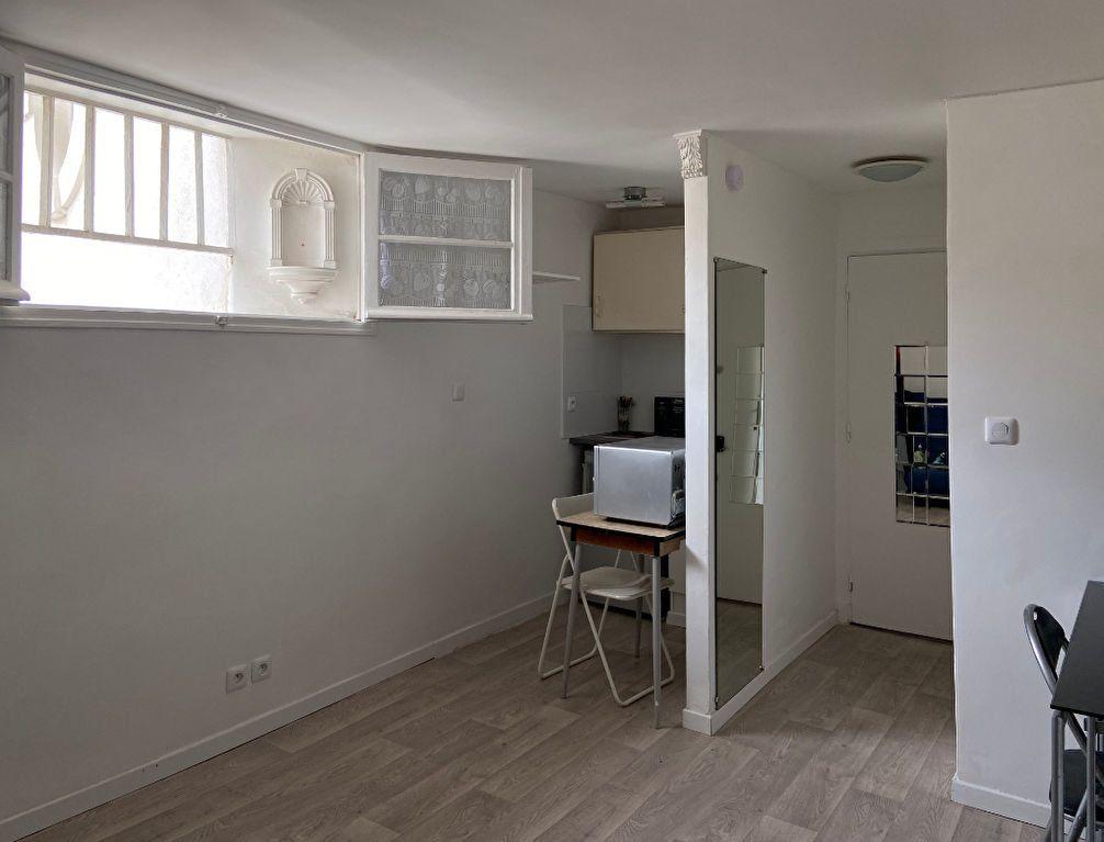 Appartement à louer 1 16m2 à Paris 7 vignette-3