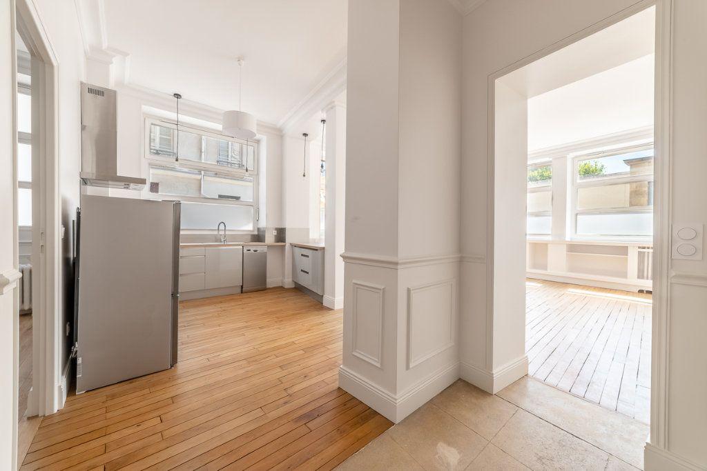 Appartement à vendre 2 65.05m2 à Paris 7 vignette-2