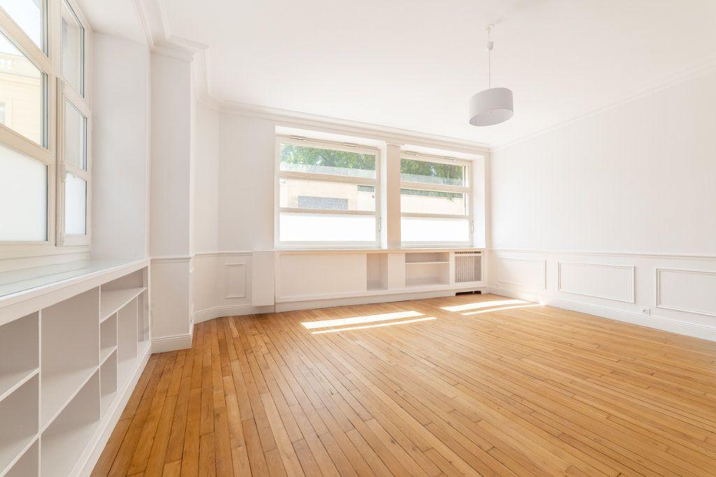Appartement à vendre 2 65.05m2 à Paris 7 vignette-3