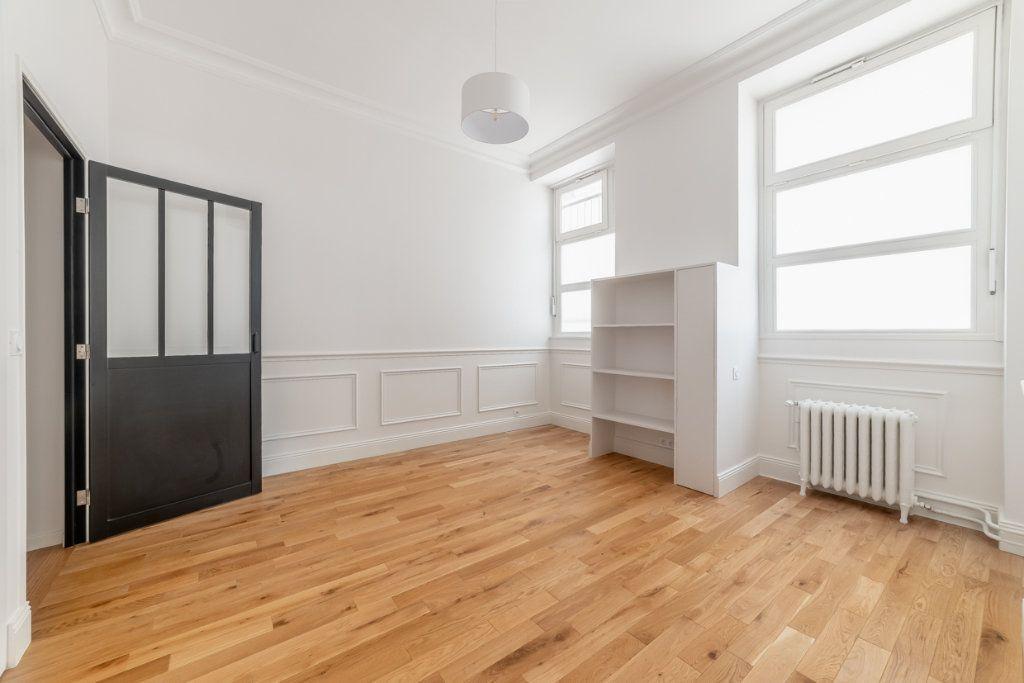 Appartement à vendre 2 65.05m2 à Paris 7 vignette-7