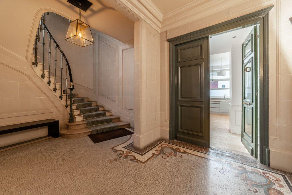 Appartement à vendre 2 65.05m2 à Paris 7 vignette-8