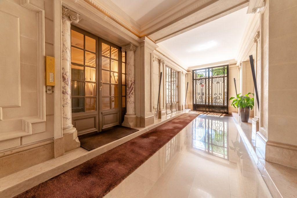 Appartement à vendre 2 65.05m2 à Paris 7 vignette-9