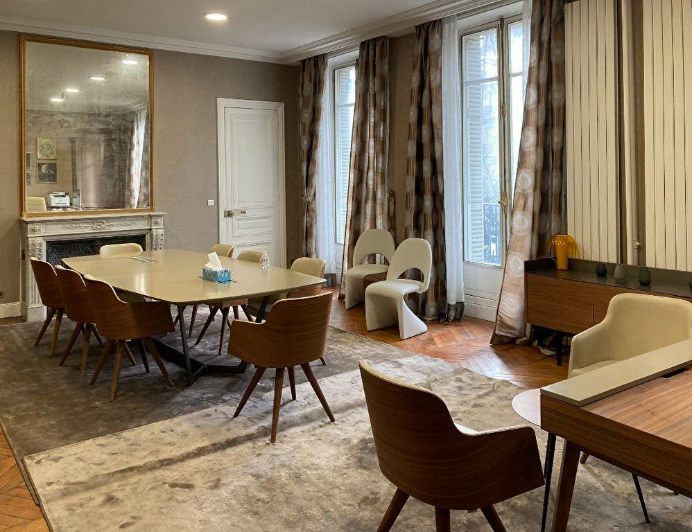 Appartement à louer 6 183m2 à Paris 8 vignette-1