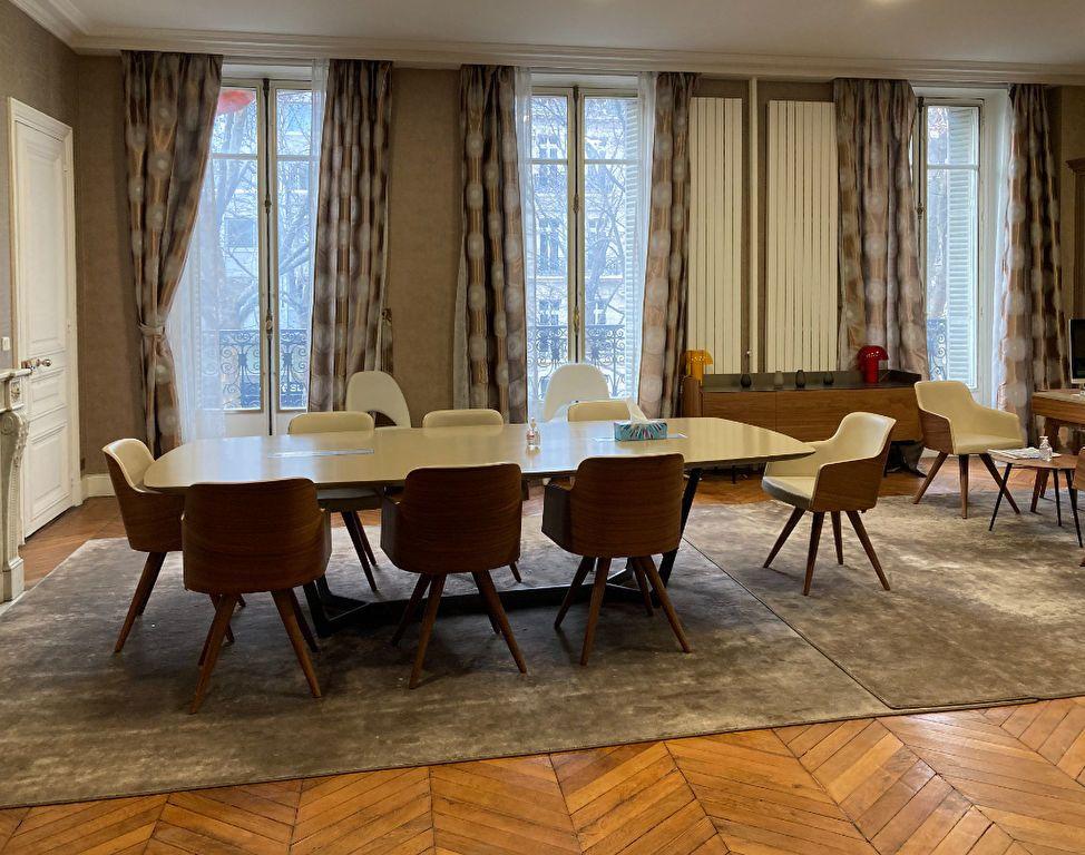 Appartement à louer 6 183m2 à Paris 8 vignette-3