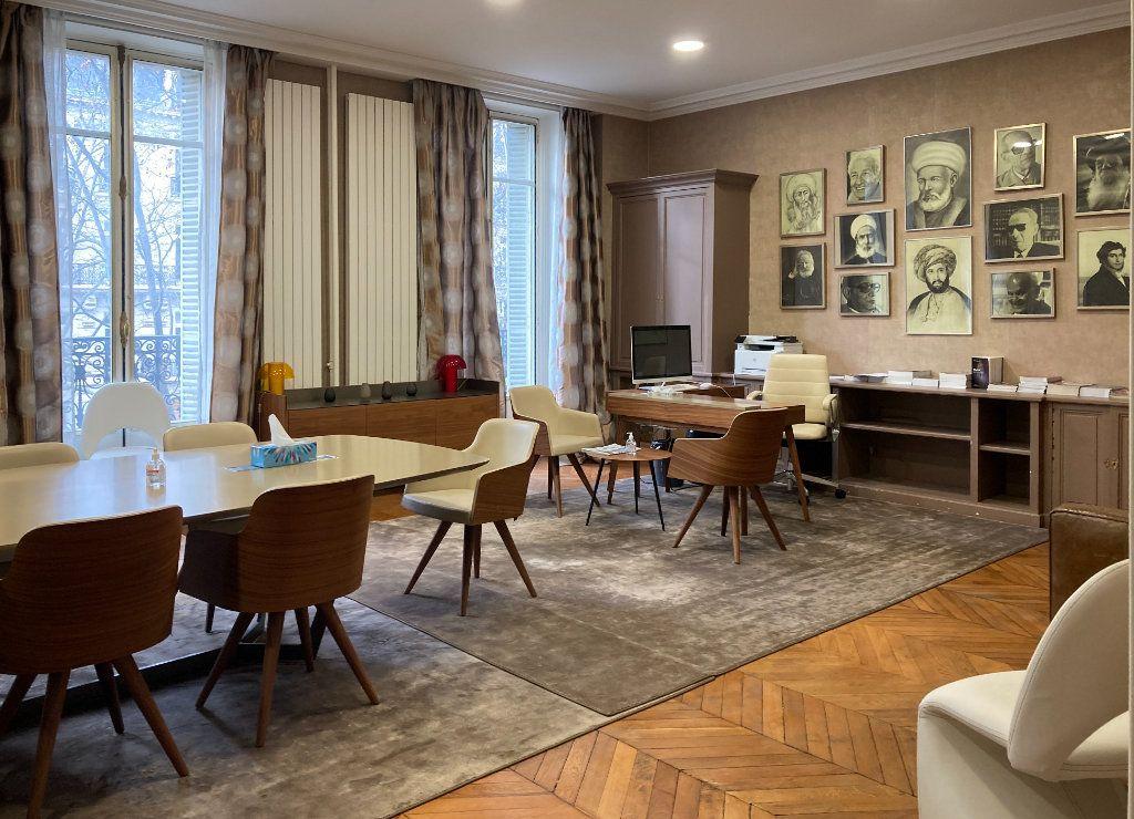 Appartement à louer 6 183m2 à Paris 8 vignette-4