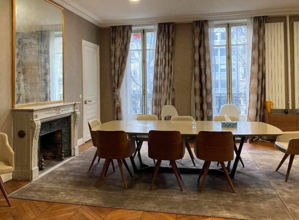 Appartement à louer 6 183m2 à Paris 8 vignette-5