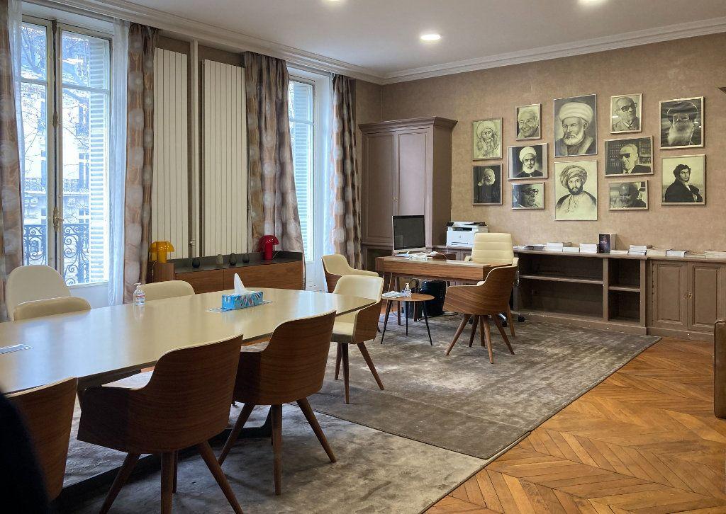 Appartement à louer 6 183m2 à Paris 8 vignette-6