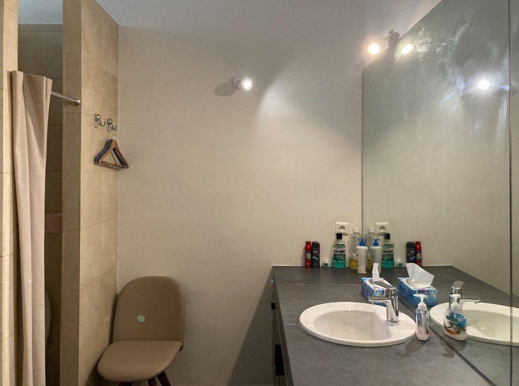 Appartement à louer 6 183m2 à Paris 8 vignette-9