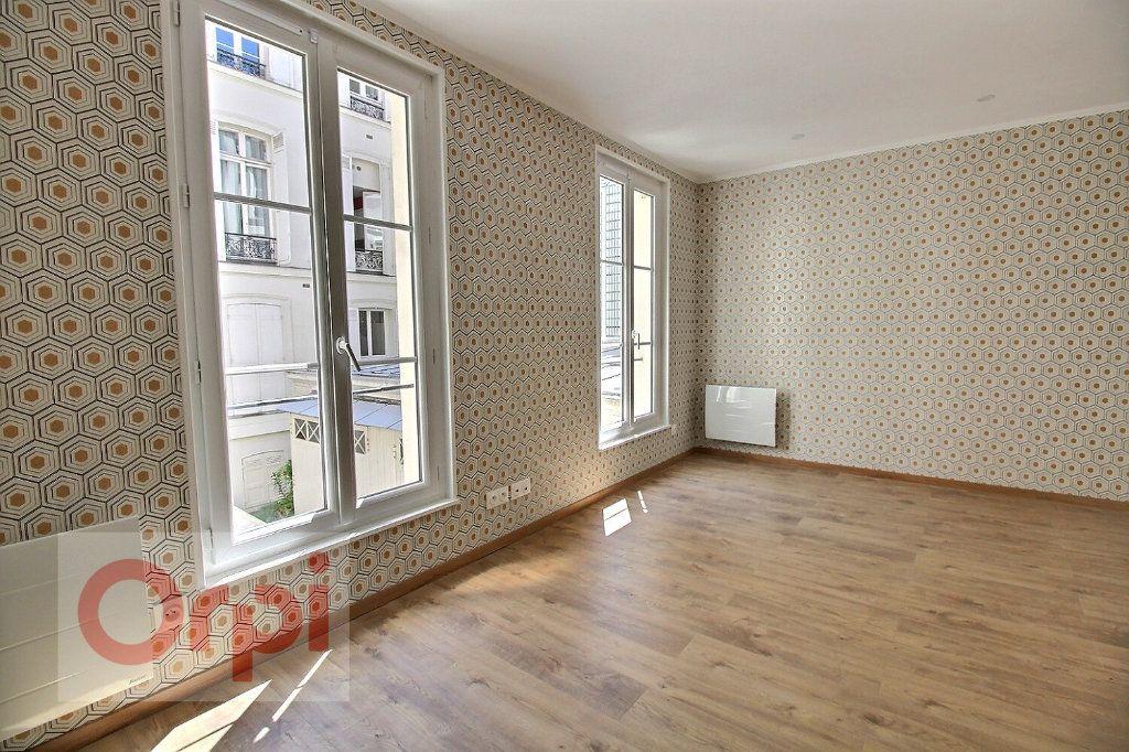 Appartement à vendre 1 19.55m2 à Paris 7 vignette-2