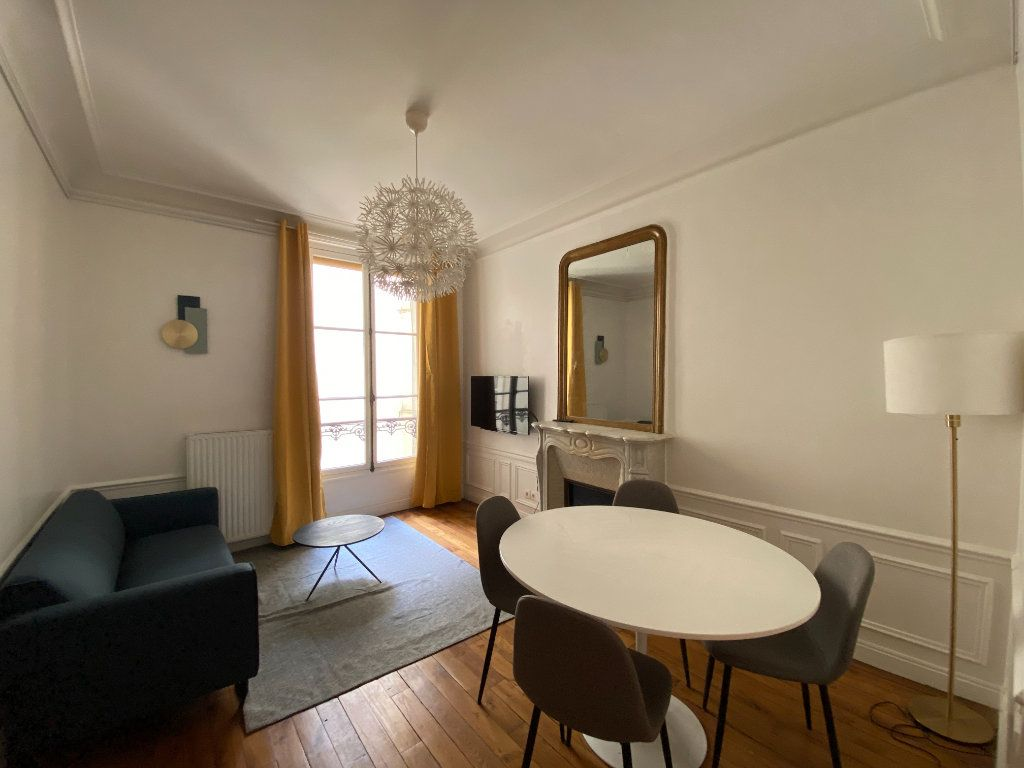 Appartement à louer 3 61.19m2 à Paris 7 vignette-1