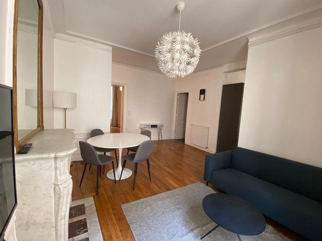 Appartement à louer 3 61.19m2 à Paris 7 vignette-2