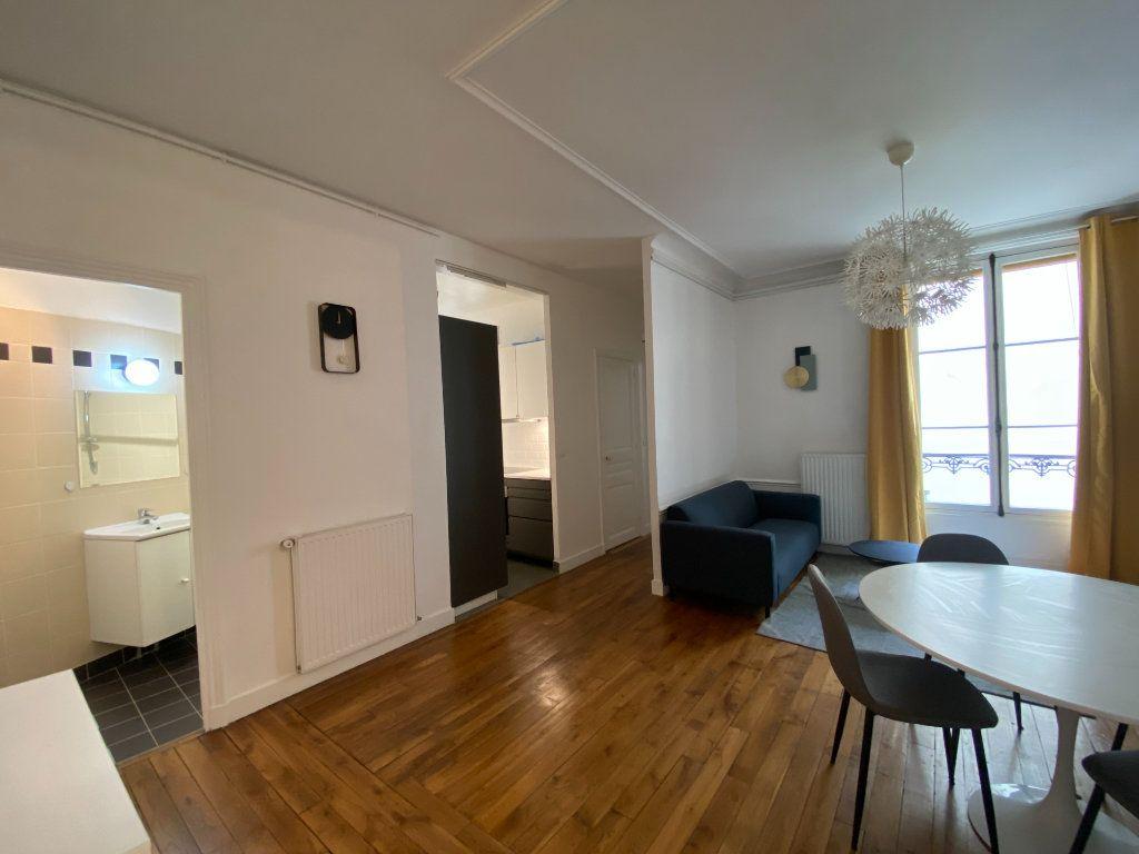 Appartement à louer 3 61.19m2 à Paris 7 vignette-3