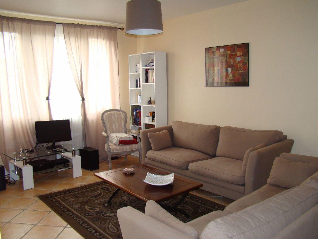 Appartement à louer 3 76.26m2 à Lyon 3 vignette-2
