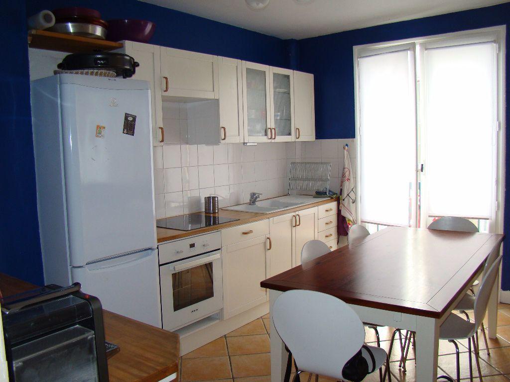 Appartement à louer 3 76.26m2 à Lyon 3 vignette-3