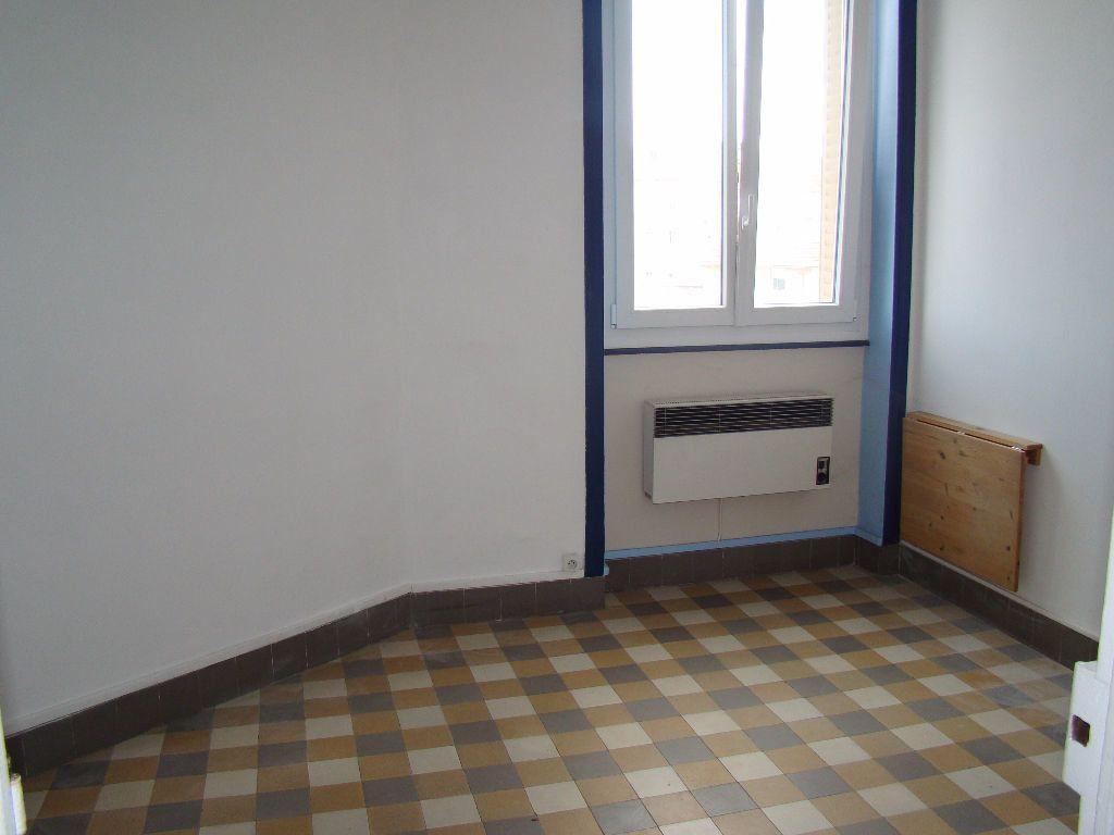 Appartement à louer 1 17.36m2 à Lyon 7 vignette-1