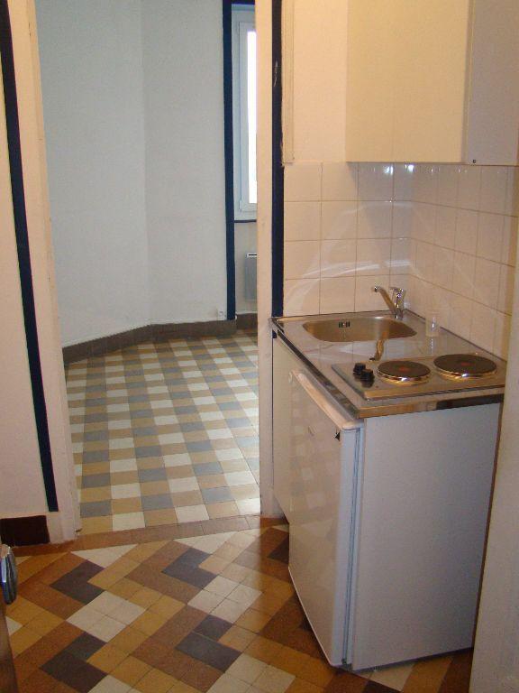 Appartement à louer 1 17.36m2 à Lyon 7 vignette-2