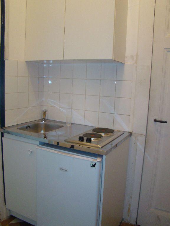 Appartement à louer 1 17.36m2 à Lyon 7 vignette-3